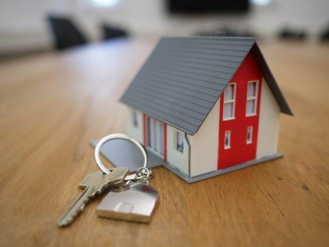 kućica-nekretnina-ključevi